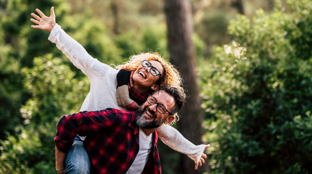לצחוק בשניים – חשיבות הצחוק בזוגיות